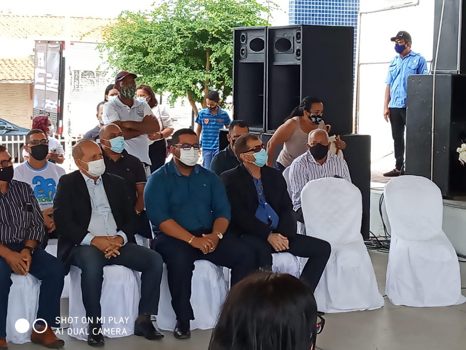 Presença do prefeito Rogério, no  evento comemorativo dos 26 anos de emancipação política de Jatobá - PE.