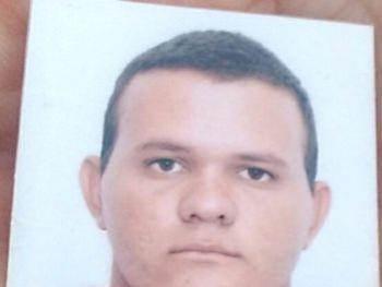 Jovem de 24 anos foi encontrado morto na zona rural de Paulo Afonso  De acordo com a Polícia, a vítima foi morta a tiros. Por Redação (faleconosco@chicosabetudo.com.br)  19/05/2017 às 07:58   Polícia