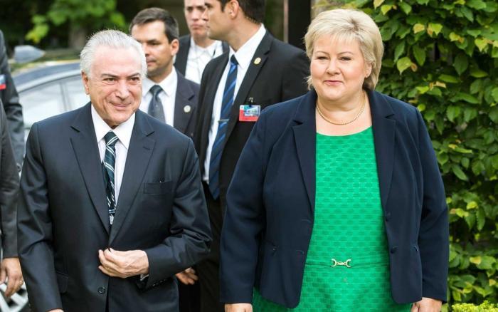 Primeira-ministra norueguesa diz que Lava Jato preocupa e pede 'limpeza' Temer e Erna Solberg se encontraram nesta sexta em Oslo; grupo fez uma manifestação na frente do prédio onde presidente e Erna se reuniram.